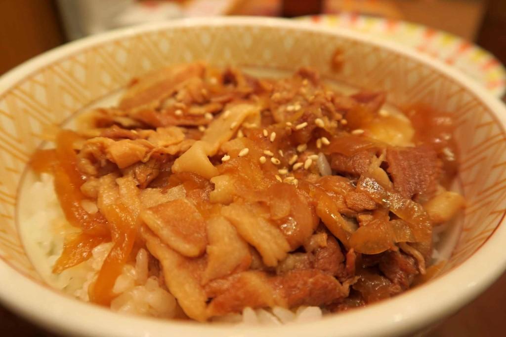 【食べたもの】すきやの豚丼350円。ショウガ風味のたれが美味。