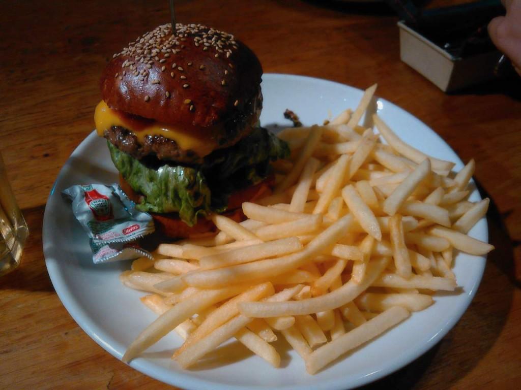 【美味しい目黒のハンバーガー】ハングリーへブン目黒店。味も量も天国。ボリューム重視な人でも満足
