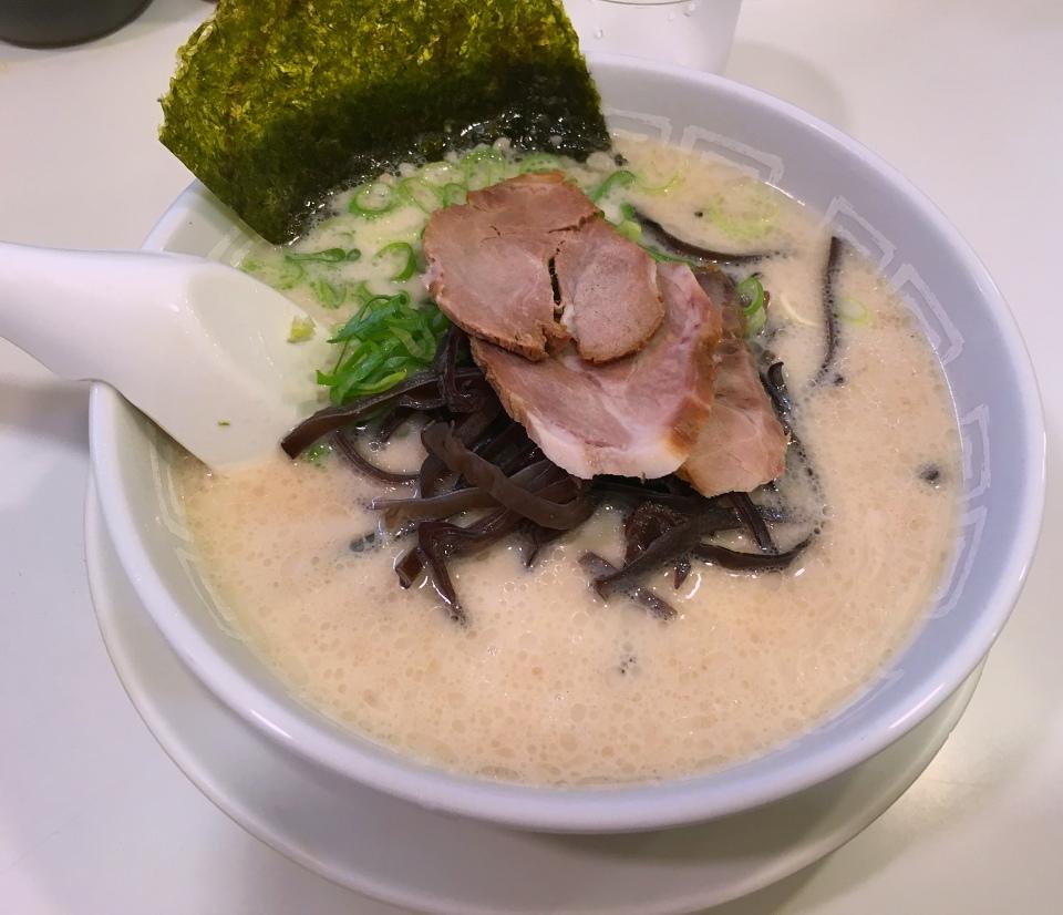【美味しい池袋のラーメン】博多天神東池袋店 豚骨ラーメン 500円で2玉って素晴らしい。