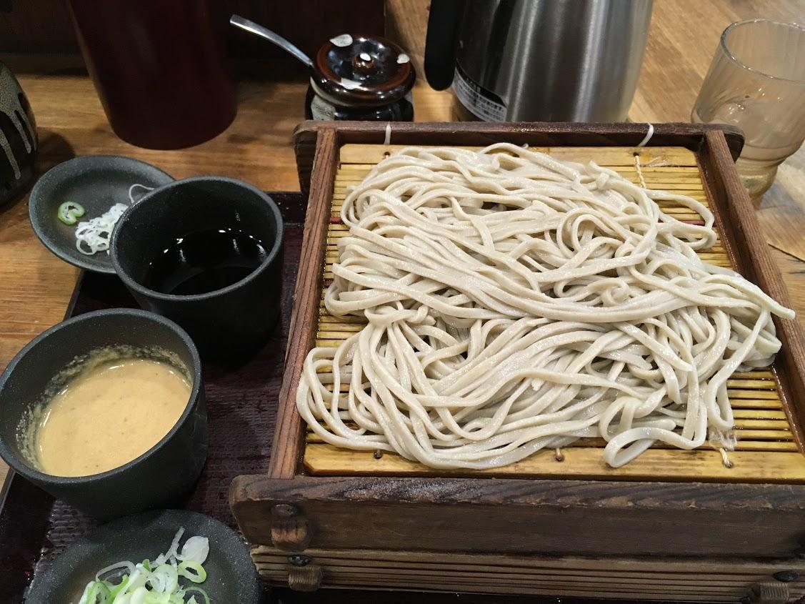 【美味しい池袋のそば】嵯峨谷 2枚盛りそば(醤油・ごまだれ)500円 格安十割そば