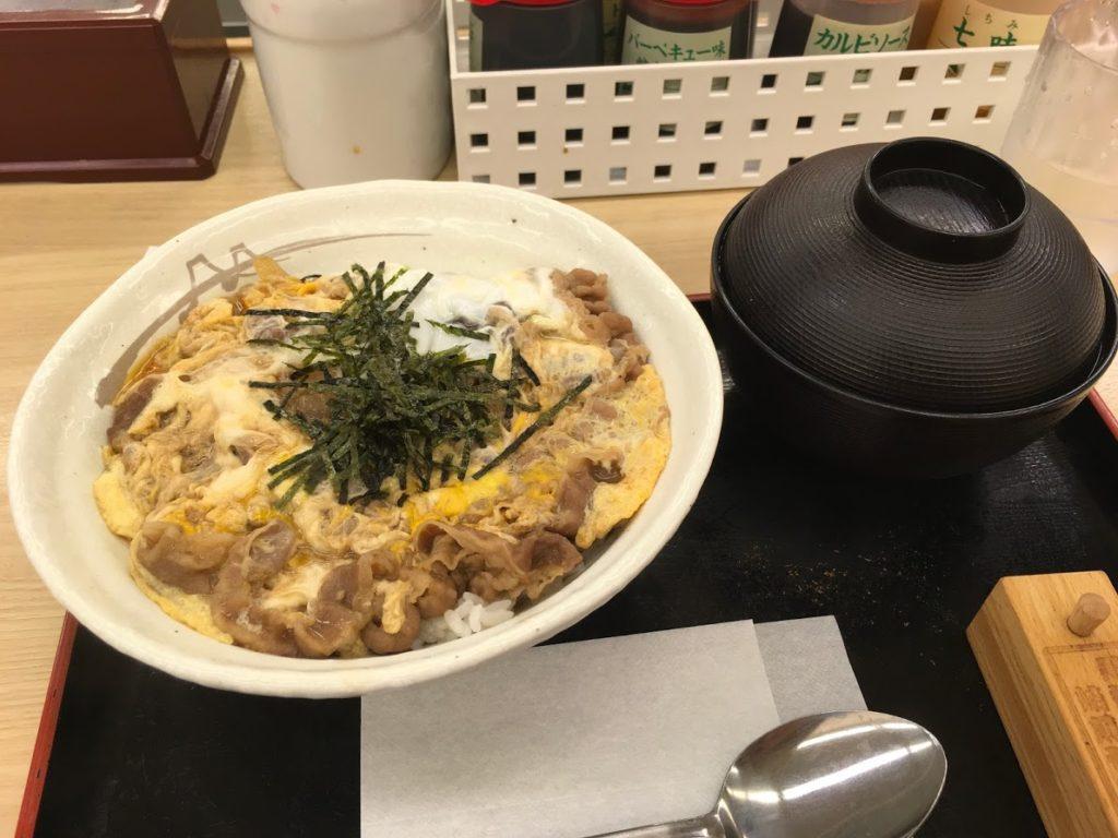【日記】松屋でプレミアム牛とじ丼 550円 器が豪華。味はそれなり