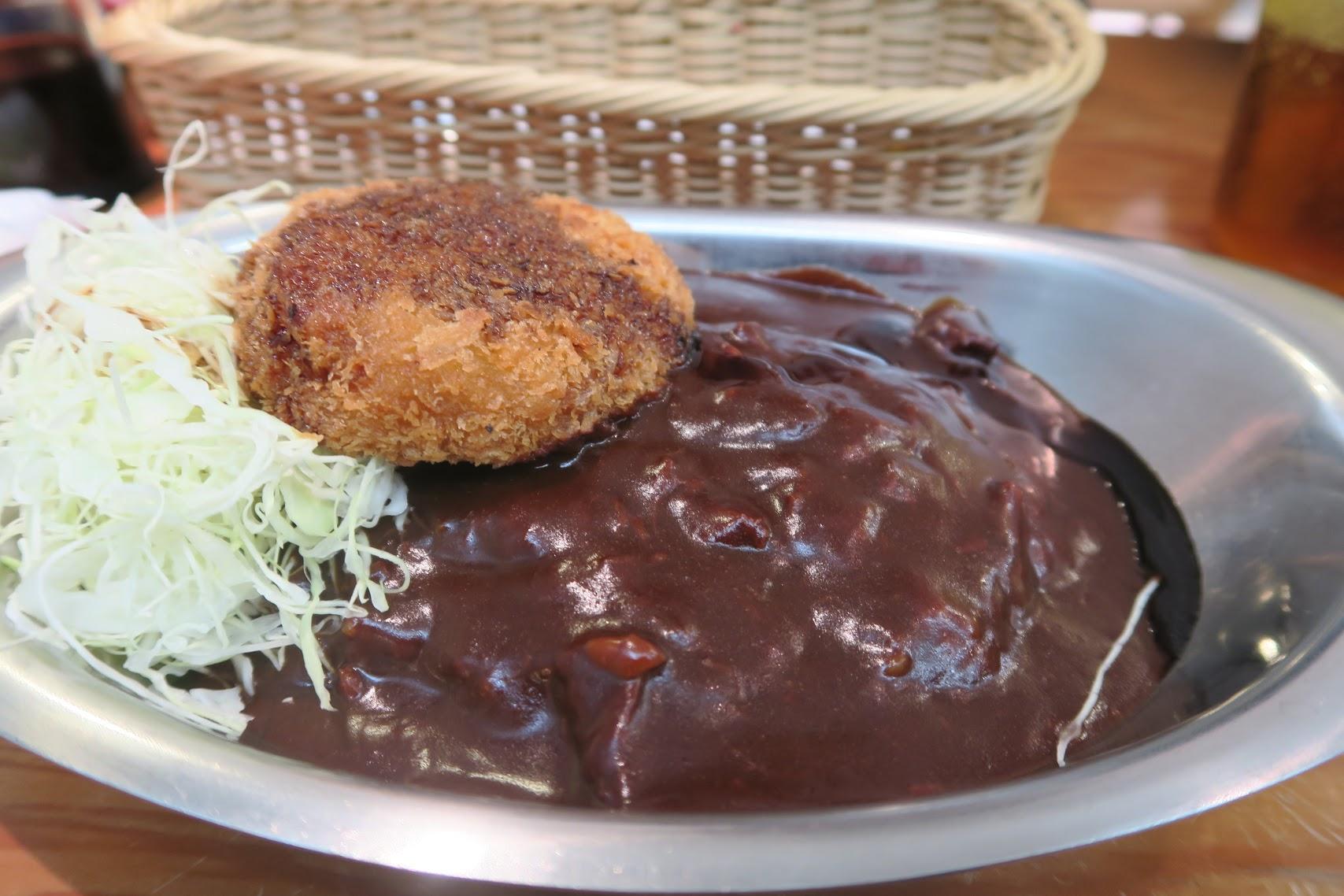【美味しい金沢のカレー】カフェ百番や。メンチカツカレー730円。駅直結で便利