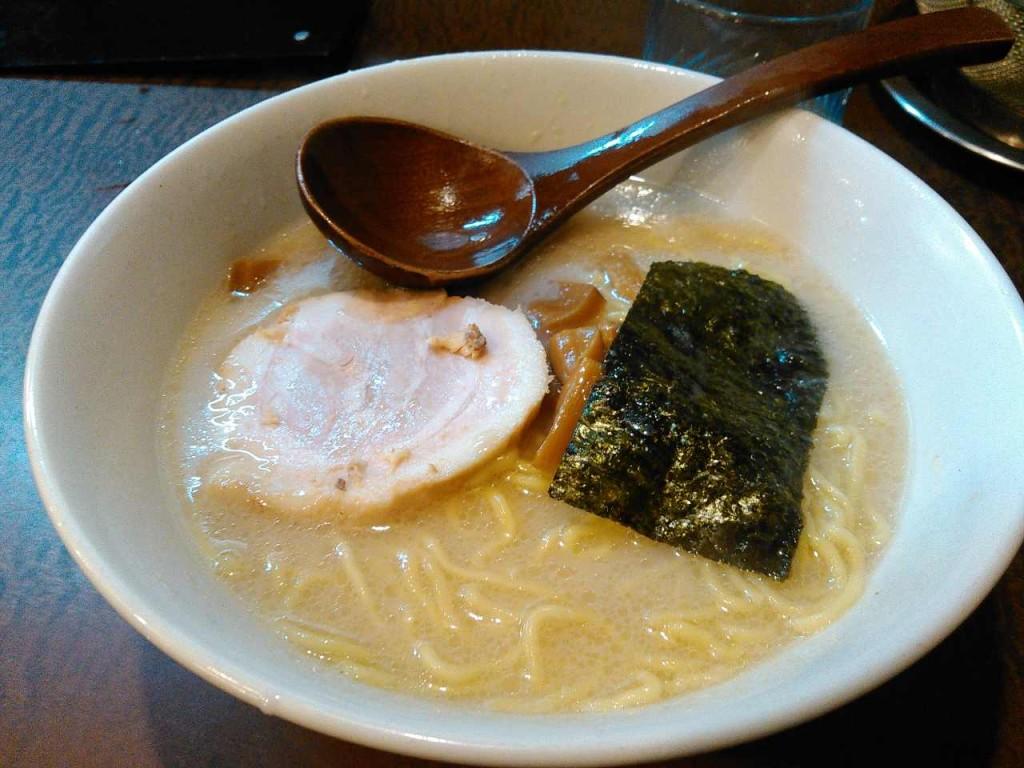 【川越のラーメン】一指禅本川越店の一指禅ラーメン670円。ネギと辛子高菜とにんにくかけ放題が素敵。博多天神の上位互換のような味。