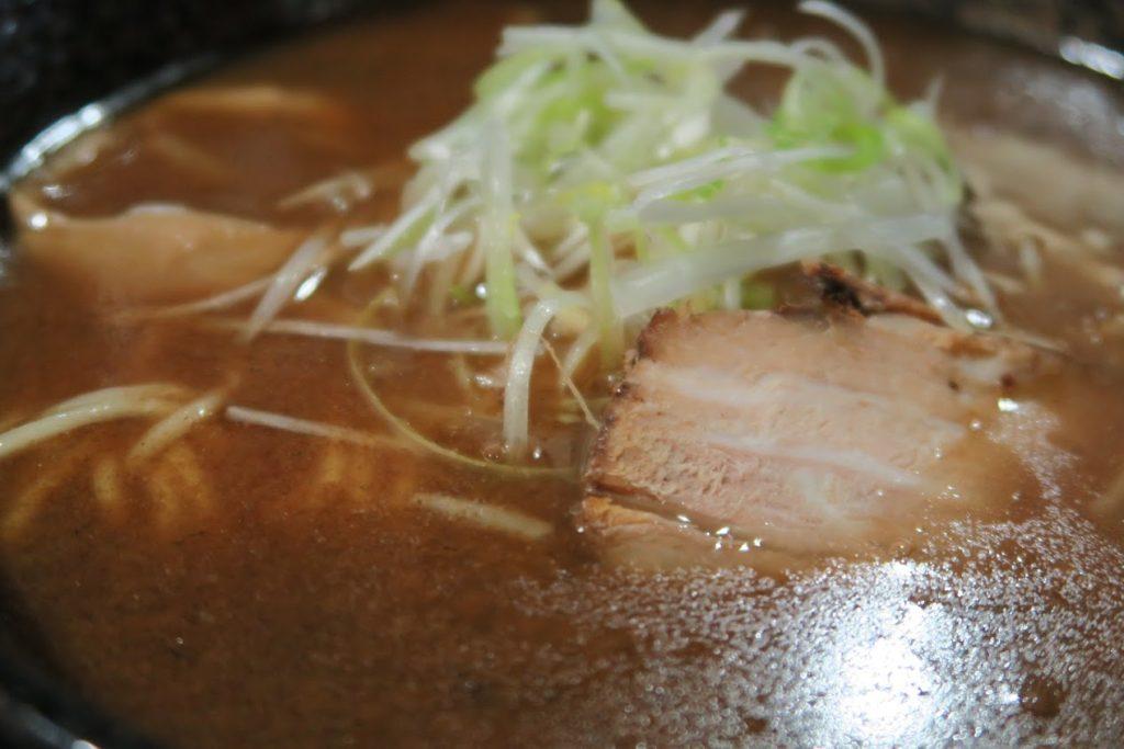 【美味しい川越】もちもちの木 中華そば650円 すごい熱い。メンマが旨い